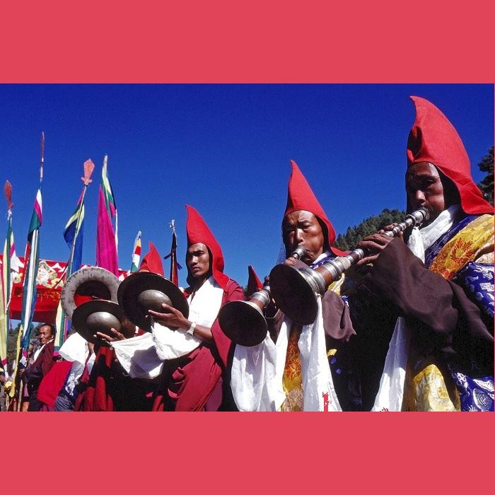 <strong>Cerimonia di apertura del Mani Rimdu</strong> nel monastero di Chiwong (Solu) fondato da Sangye Tempa Lama e che è posto a 2800 metri d'altezza.