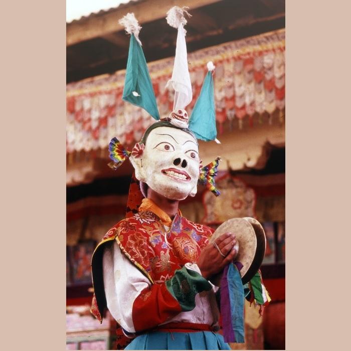 <strong>Anche a Chiwong si festeggia Mani Rimdu</strong> con un festival che dura 19 giorni dove con danze e azioni teatrali si festeggia la vittoria di Guru Rinpoche contro demoni e nemici del Dharma