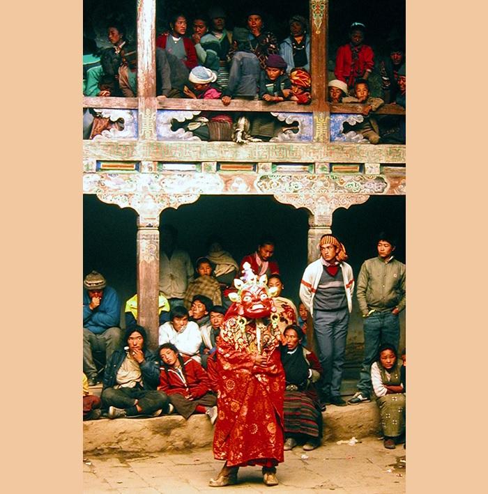 <strong>Monaco attore in scena</strong> durante la danza sacra Cham a Chiwong.